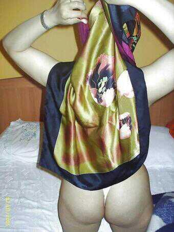 foto bugil cewek jilbab pamer bokong semok
